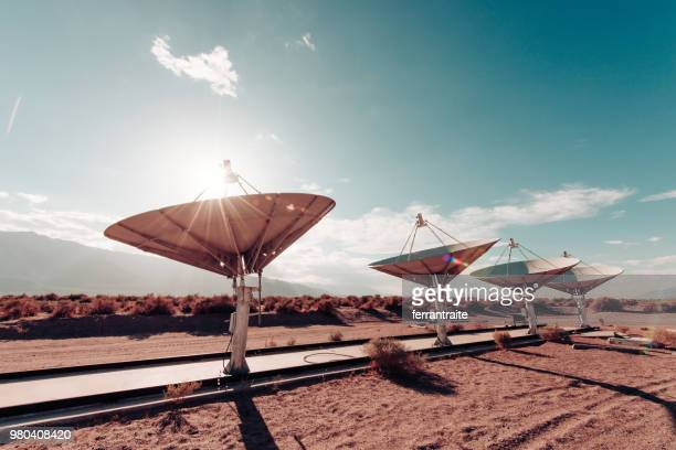 radio telescope observatory - receiver stock pictures, royalty-free photos & images