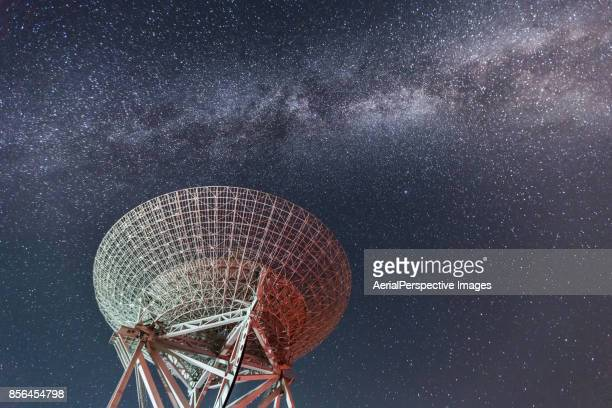 radio telescope - space exploration stock pictures, royalty-free photos & images