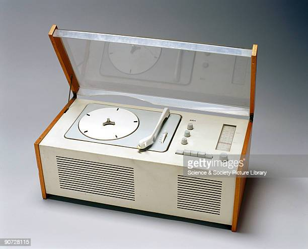 Radiogram model SK5 serial No 80560 with four speed recordplaying deck and LW/MW/UKW radio receiver This represents one of the few attempts made by...