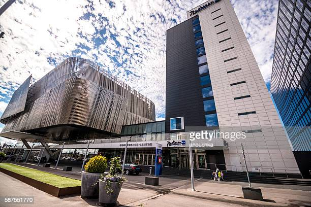 radisson blu waterfront hotel and congress center, stockholm - waterkant stockfoto's en -beelden