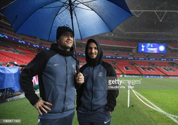 Radja Nainggolan and Matteo Politano of FC Internazionale look on during a walk around on November 27 2018 in London United Kingdom