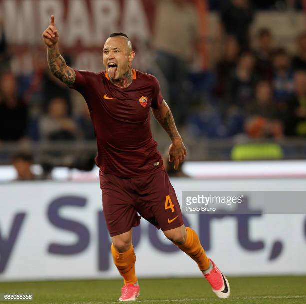Radja Nainggolan of AS Roma celebrates after scoring the team's third goal during the Serie A match between AS Roma and Juventus FC at Stadio...