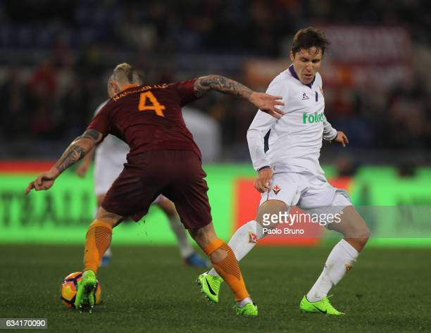 Radja Nainggolan of AS Roma competes for the ball with Federico Chiesa of ACF Fiorentina during the Serie A match between AS Roma and ACF Fiorentina...