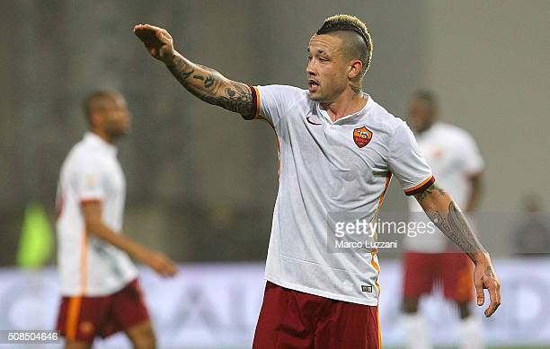 Radja Nainggolan of AS Roma gestures during the Serie A match between US Sassuolo Calcio and AS Roma at Mapei Stadium Città del Tricolore on February...