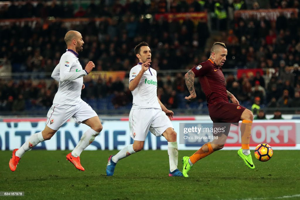 Radja Nainggolan of AS Roma scores his sides third goal during the Serie A match between AS Roma and ACF Fiorentina at Stadio Olimpico on February 7, 2017 in Rome, Italy.