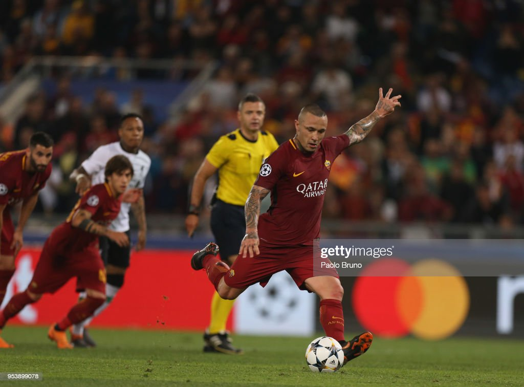 Radja Nainggolan of AS Roma scores the team's fourth goal during the UEFA Champions League Semi Final Second Leg match between A.S. Roma and Liverpool at Stadio Olimpico on May 2, 2018 in Rome, Italy.