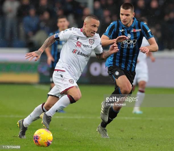 Radja Nainggolan of Cagliari Calcio is challenged by Berat Djimsiti of Atalanta BC during the Serie A match between Atalanta BC and Cagliari Calcio...