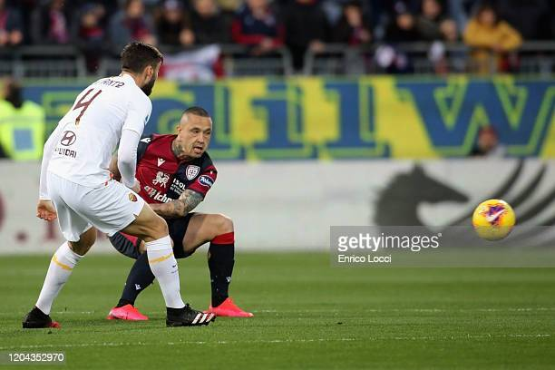 Radja Nainggolan of Cagliari competes for the ball with Bryan Cristante of Roma during the Serie A match between Cagliari Calcio and AS Roma at...