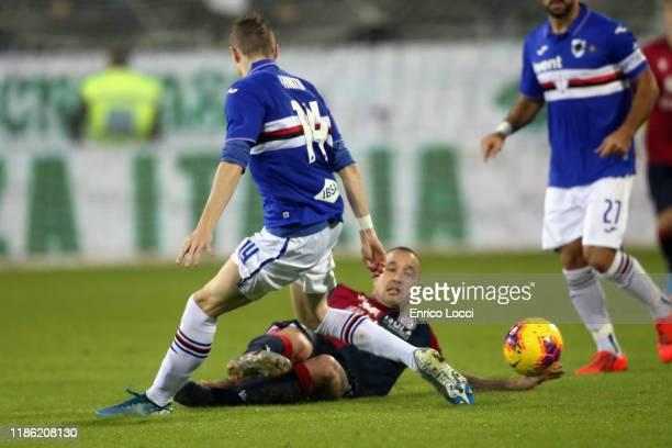 Radja Nainggolan of Cagliari competes for the ball with Jakub Jankto of Sampdoria during the Serie A match between Cagliari Calcio and UC Sampdoria...