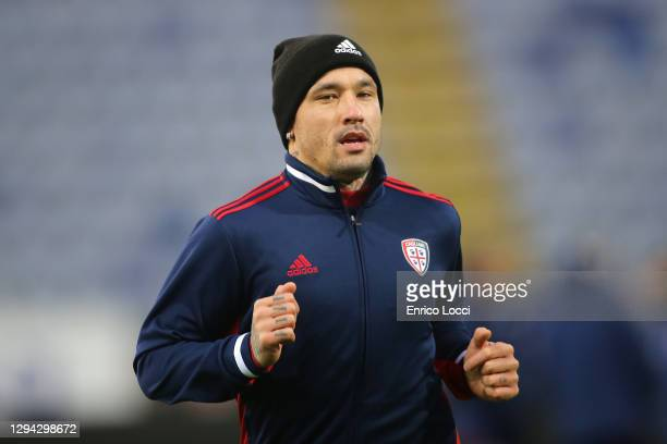 Radja Nainggolan of Cagliari warming up during the Serie A match between Cagliari Calcio and SSC Napoli at Sardegna Arena on January 03, 2021 in...