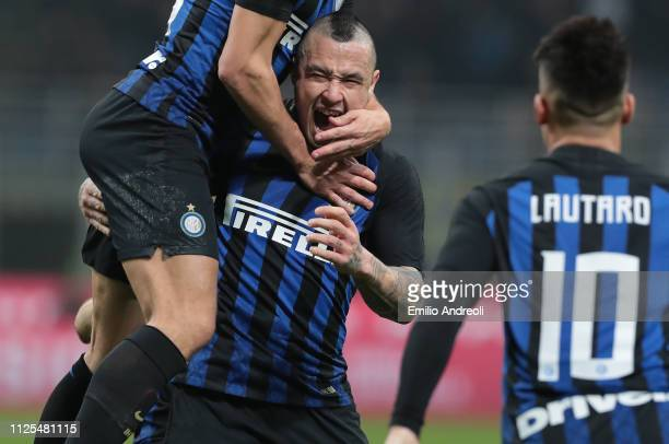 Radja Nainggolan of FC Internazionale celebrates his goal with his teammates during the Serie A match between FC Internazionale and UC Sampdoria at...