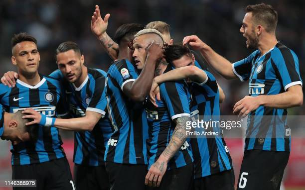 Radja Nainggolan of FC Internazionale celebrates his goal with his teammates during the Serie A match between FC Internazionale and Empoli FC at...