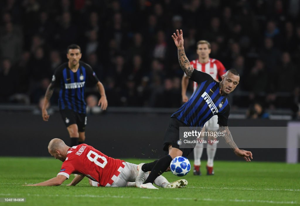 PSV Eindhoven v FC Internazionale - UEFA Champions League Group B : News Photo