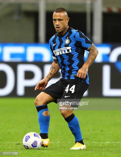 Radja Nainggolan of FC Internazionale in action during the Serie A match between FC Internazionale and ACF Fiorentina at Stadio Giuseppe Meazza on...