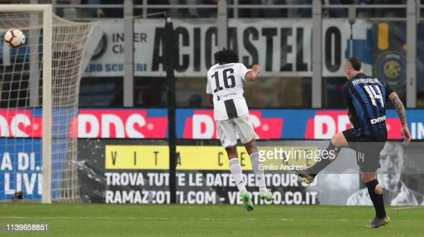 Radja Nainggolan of FC Internazionale scores the opening goal during the Serie A match between FC Internazionale and Juventus at Stadio Giuseppe...
