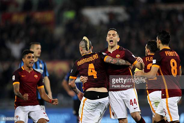 Radja Nainggolan with his teammates AS Roma celebrates after scoring the team's first goal during the Serie A match between AS Roma and FC...