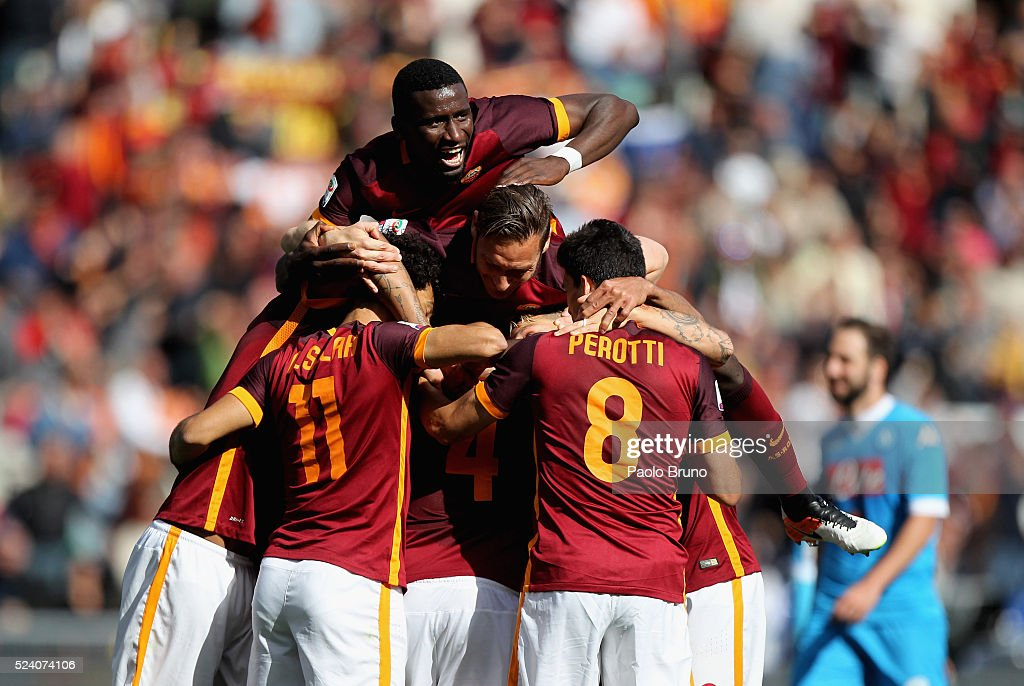 Radja Nainggolan (C) with his teammates of AS Roma celebrates after scoring the opening goal during the Serie A match between AS Roma and SSC Napoli at Stadio Olimpico on April 25, 2016 in Rome, Italy.