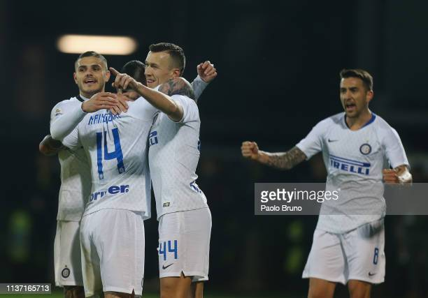 Radja Nainggolan with his teammates of FC Internazionale celebrates after scoring the opening goal during the Serie A match between Frosinone Calcio...