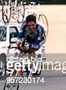 Radrennfahrer E 80. Tour de France, 9. Etappe - auf dem Rad; er gewinnt die Etappe und erobert sich die Führung im Gesamtklassement