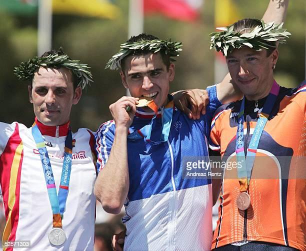 Radsport Olympische Spiele Athen 2004 Athen Mountainbike / Maenner Silber Jose Antonio HERMIDA / ESP GOLD Julien ABSOLON Bronze Bart BRENTJENS / NED...