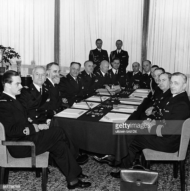 Raeder Erich *24041876Marineoffizier Grossadmiral DOberbefehlshaber der Kriegsmarine 19351943 waehrend eines zweitaegigen Aufenthaltes in Meran zu...