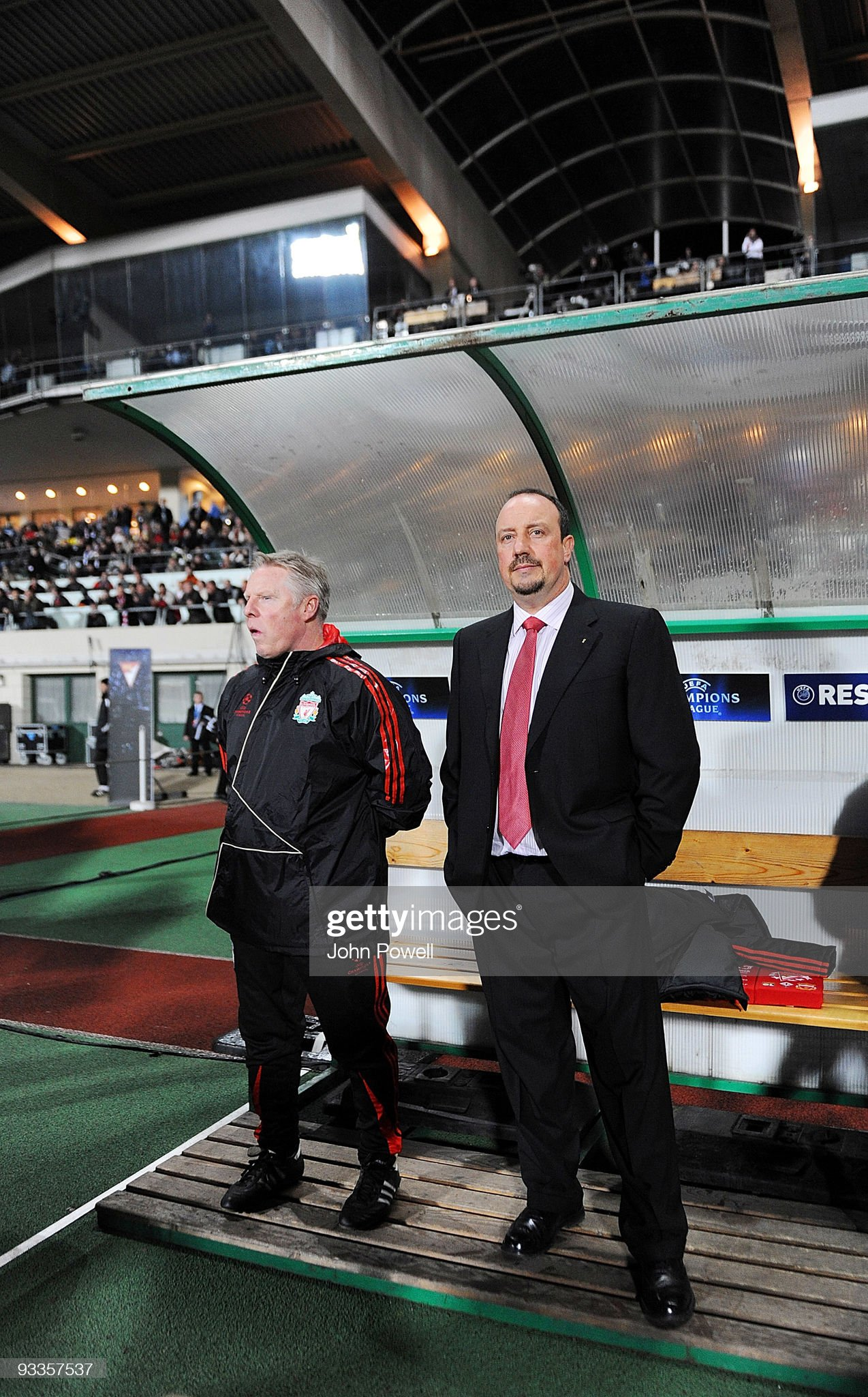 ¿Cuánto mide Sammy Lee? - Real height Rafa-benitez-manager-of-liverpool-and-assistant-coach-sammy-lee-look-picture-id93357537?s=2048x2048
