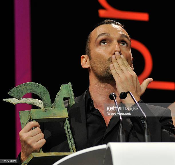 Rafa Mendez receives the Onda Award for best TV program at the 2009 Onda Awards held in the Theater Liceu on November 4 2009 in Barcelona Spain