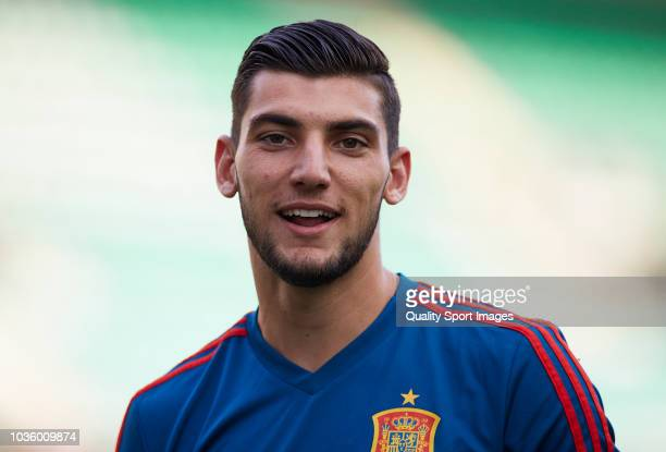 Rafa Mir of Spain looks on prior to the 2019 UEFA Under 21 qualifier match between Spain U21 and Albania U21 at Nuevo Arcangel Stadium on September 6...