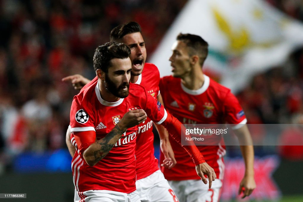SL Benfica v Olympique Lyon: Group G - UEFA Champions League : ニュース写真