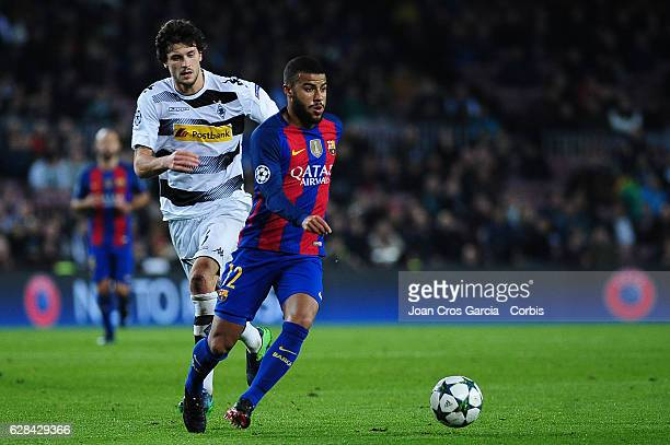 Rafael Alcántara of FC Barcelona running with the ball during the UEFA Champions League match between FC Barcelona and Borussia Mönchengladbach on...