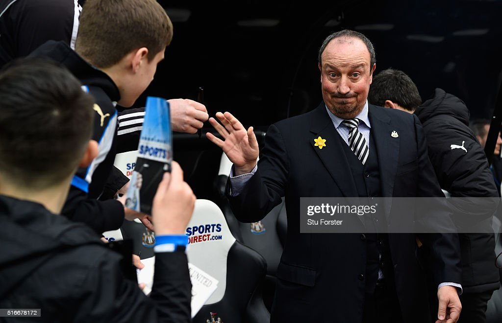 Rafael Benitez, manager of Newcastle United acknowledges the fans during the Barclays Premier League match between Newcastle United and Sunderland at St James' Park on March 20, 2016 in Newcastle upon Tyne, United Kingdom. (Photo by Stu Forster/Getty Images))