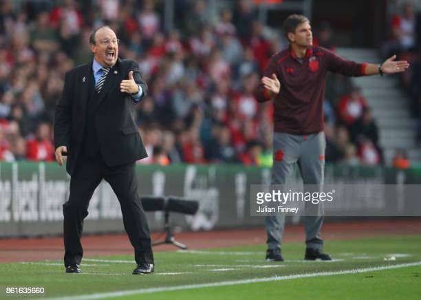 Rafael Benitez Manager of Newcastle United and Mauricio Pellegrino Manager of Southampton give instructions during the Premier League match between...