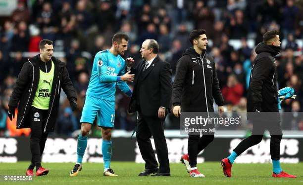 Rafael Benitez Manager of Newcastle United congratulates Martin Dubravka of Newcastle United after the Premier League match between Newcastle United...