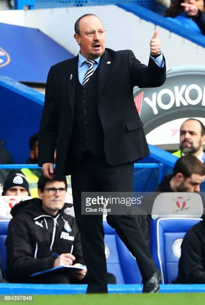 Rafael Benitez Manager of Newcastle United gives his team a thumbs up during the Premier League match between Chelsea and Newcastle United at...