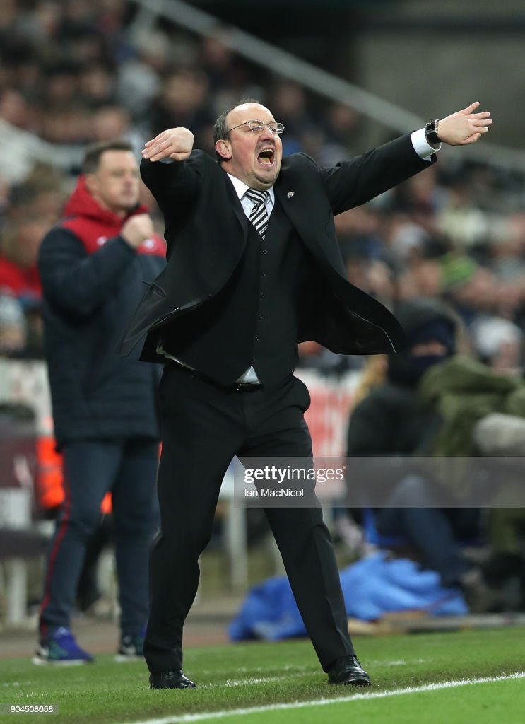 Rafael Benitez, Manager of Newcastle United gives his team instructions during the Premier League match between Newcastle United and Swansea City at St. James Park on January 13, 2018 in Newcastle upon Tyne, England.