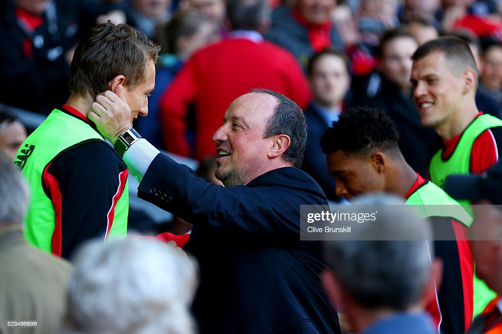 Liverpool v Newcastle United - Premier League : News Photo