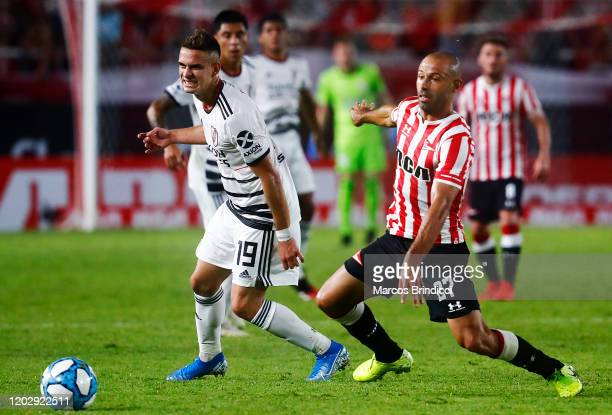 Rafael Borre of River Plate and Javier Mascherano of Estudiantes fight for the ball during a match between Estudiantes and River Plate as part of...