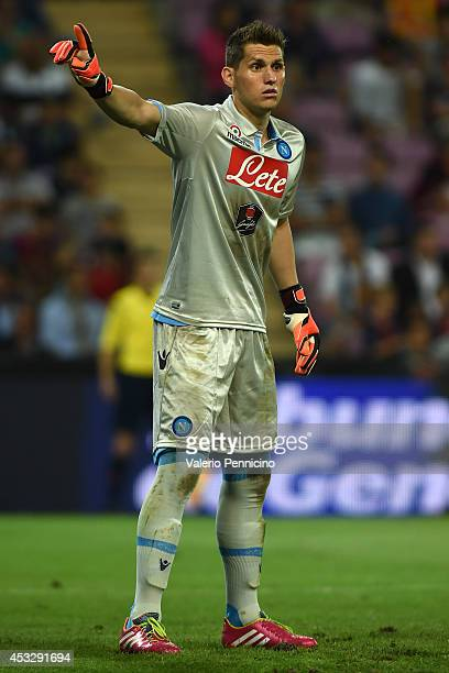 Rafael Cabral of SSC Napoli issues instructions during the preseason friendly match between FC Barcelona and SSC Napoli on August 6 2014 in Geneva...