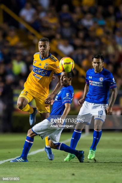 Rafael De Souza of Tigres fights for the ball during the 15th round match between Tigres UANL and Cruz Azul as part of the Torneo Clausura 2018 Liga...
