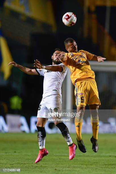 Rafael De Souza of Tigres heads the ball with José Esquivel of Juárez during the 10th round match between Tigres UANL and FC Juarez as part of the...
