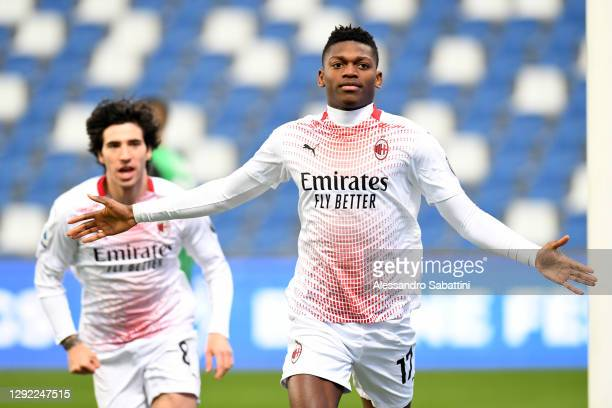 Rafael Leao of AC Milan celebrates after scoring their team's first goal during the Serie A match between US Sassuolo and AC Milan at Mapei Stadium -...