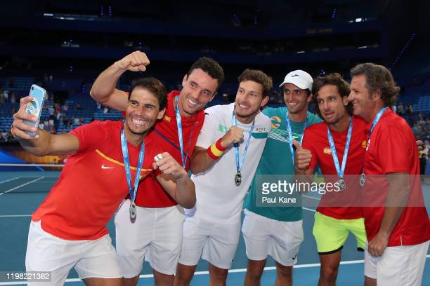 Rafael Nadal, Roberto Bautista Agut, Pablo Carreno Busta, Albert Ramos-Vinolas, Feliciano Lopez and Francisco Roig of Team Spain take a selfie after...