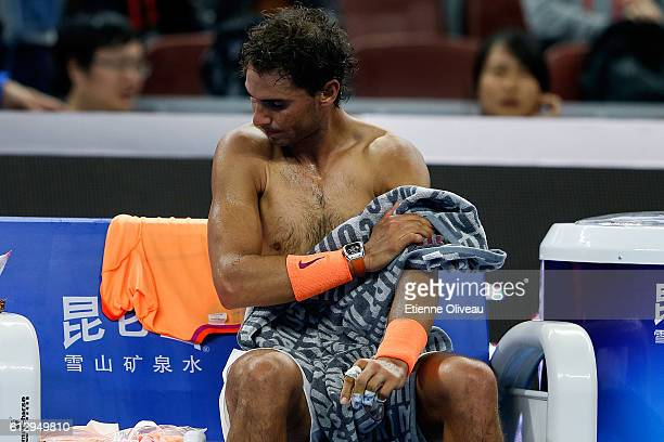 Rafael Naldal of Spain changes clothes against Adrian Mannarino of France during the Men's singles third round match on day six of the 2016 China...