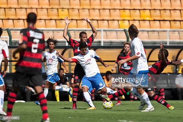 Rafael of Bahia struggles for the ball with Andreson of Flamengo during the final match of Sao Paulo Juniors Cup 2011 at Pacaembu Stadium on January...