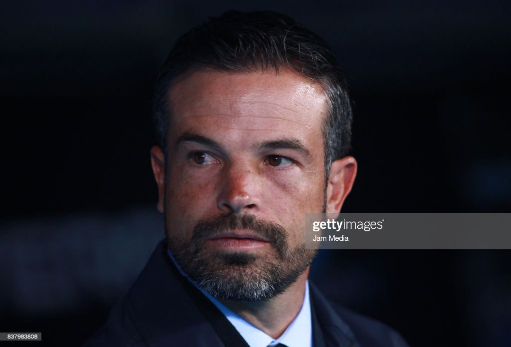 Rafael Puente, Coach of Lobos BUAP looks on during the 6th round match between Atlas and Lobos BUAP as part of the Torneo Apertura 2017 Liga MX at Jalisco Stadium on August 22, 2017 in Guadalajara, Mexico.