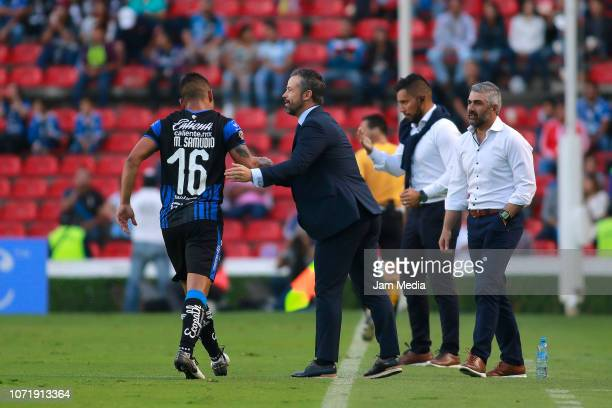 Rafael Puente Coach of Queretaro congratulates MIguel Samudio during the 17th round match between Queretaro and Necaxa as part of the Torneo Apertura...