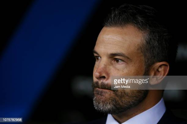 Rafael Puente Coach of Queretaro gestures during the quarter final second leg match between Cruz Azul and Queretaro as part of the Torneo Apertura...