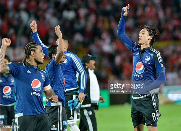 Rafael Robayo of Millonarios celebrates with teammates qualifying to the final quadrangulars after a match between Independiente Santa Fe and...