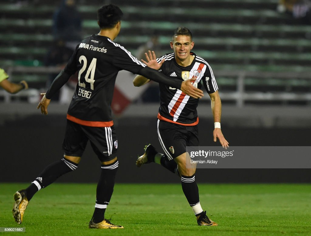 Rafael Santos Borre of River Plate celebrates with teammate Enzo Perez after scoring the fourth goal of his team during a match between River Plate and Instituto as part of round 16 of Copa Argentina 2017 at Jose Maria Minella Stadium on August 20, 2017 in Mar del Plata, Argentina.