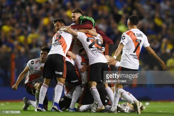 Rafael Santos Borre of River Plate celebrates with teammates qualifying to the final after the Semifinal second leg match between Boca Juniors and...